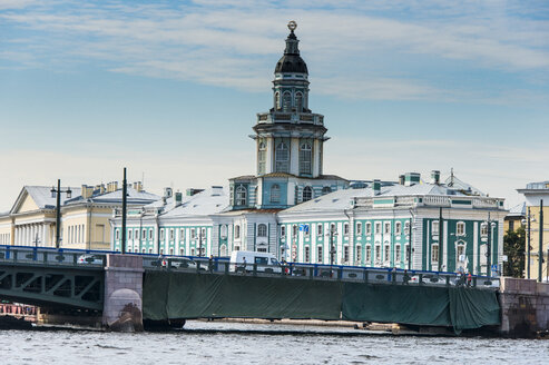 Colonial buildings at the Spit of Vasilievsky Island seen from the Neva, St. Petersburg, Russia - RUNF02120