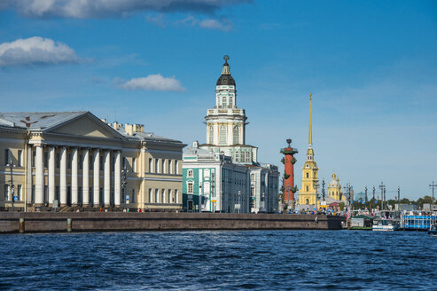 Colonial buildings at the Spit of Vasilievsky Island seen from the Neva, St. Petersburg, Russia - RUNF02123
