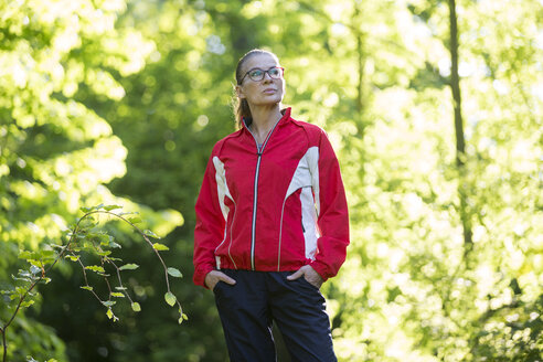 Female mature jogger in the forest - FLLF00212