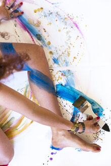 Close-up of woman painting her leg - JPTF00072