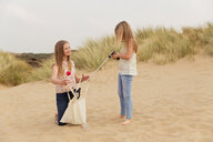 Two girls with a bag on the beach - NMS00304