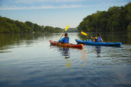 Couple kayaking in river - BLEF05272