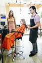 Hairdresser and customers in hair salon - BLEF05383