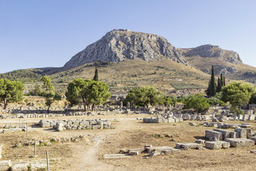 Archaeological site with view on Acrocorinth, Corinth, Greece - MAMF00704