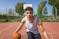 Young man playing basketball - MGIF00489
