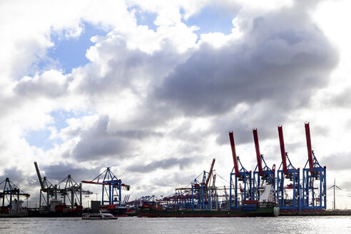 Harbour cranes at Port of Hamburg, Hamburg, Germany - PUF01538