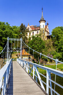 View to Gattersburg with suspension bridge in the foreground, Grimma, Germany - PUF01556