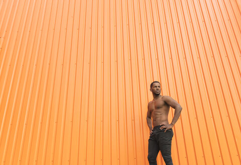 Portrait of athlete in front of an  orange wall - AHSF00439