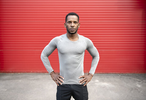 Portrait of athlete in front of red wall - AHSF00442