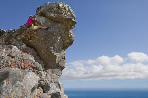 Male rock climber descending rock face - JUIF01073