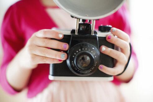 Close up of girl holding camera - BLEF06356