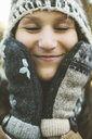 Close up of Caucasian woman wearing knitted cap and gloves - BLEF06626