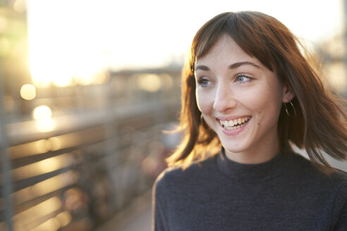 Portrait of laughing young woman at evening twilight - PNEF01570