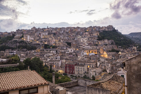 View from Ragusa Ibla to Ragusa Superiore at twilight, Ragusa, Sicily, Italy - MAMF00724