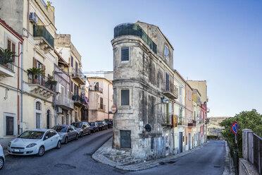Narrow house at a curve, Ragusa, Sicily, Italy - MAMF00742