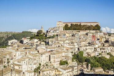 View from Ragusa Superiore to Ragusa Ibla with Duomo di San Giorgio, Ragusa, Sicily, Italy - MAMF00751