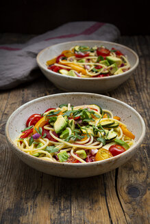 Spaghetti with grilled vegetables, paprika, zucchini, avocado, tomato, coriander - LVF08066