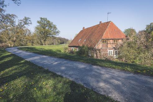 Farmhouse near Damnatz, Lower Saxony, Germany - KEBF01238