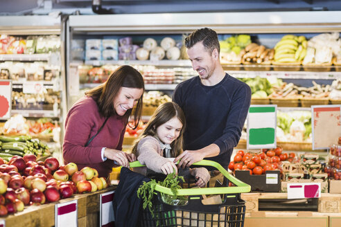 Happy family grocery shopping in supermarket - MASF12753