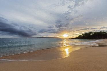 Big Beach at sunset, Makena Beach State Park, Maui, Hawaii, USA - FOF10837
