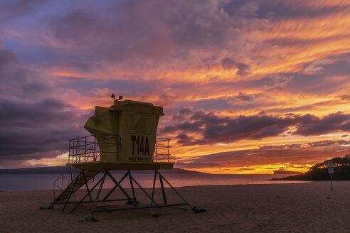 Lifeguard's Cabin at Big Beach at sunset, Makena Beach State Park, Maui, Hawaii, USA - FOF10852
