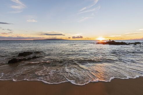 Keawakapu Beach at sunrise, Maui, Hawaii, USA - FOF10861