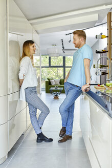 Serbia, Novi Sad, Couple, Kitchen, Hanging out - ZEDF02345