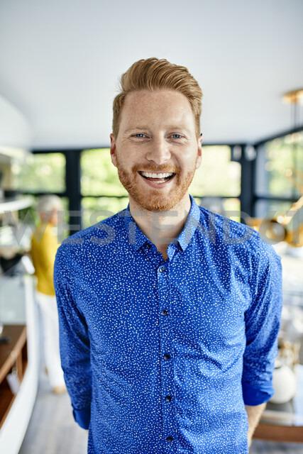 Portrait of a happy man at home - ZEDF02381 - Zeljko Dangubic/Westend61