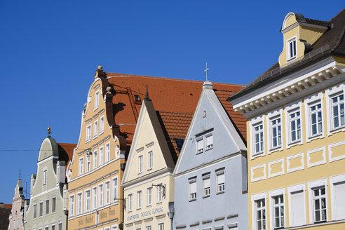Hausgiebel in der Straße Neustadt, Altstadt Landshut, Niederbayern, Bayern, Deutschland - SIEF08650