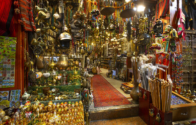 Mutrah Souq, traditional bazaar, Mutrah, Muscat, Oman - WW05118