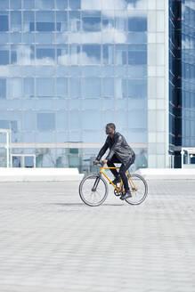 Man with bike in Barcelona - JND00048