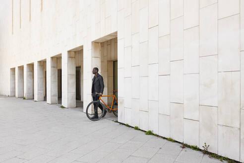 Man with bike - JND00075