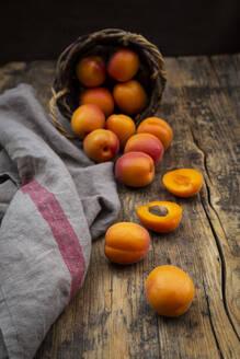 Apricots, dark wood - LVF08081