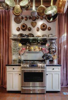 Pots and pans hanging over oven - MINF11919