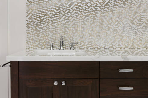 Tiles, sink and drawers in modern bathroom - MINF12087