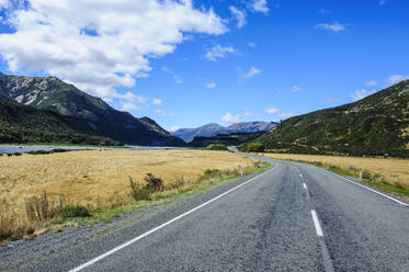Road leading above the Lewis Pass, South Island, New Zealand - RUNF02658