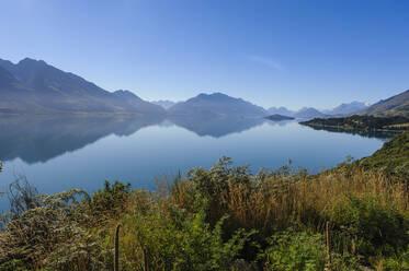 Lake Wakaipu, around Queenstown, South Island, New Zealand - RUNF02682