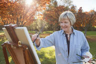 Senior woman painting outdoors - BLEF06708