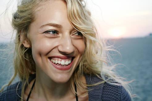 Woman smiling on beach - BLEF06804