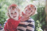 Portrait of smiling mother with daughter - IHF00104