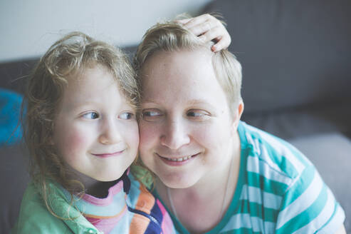 Portrait of smiling mother with daughter at home - IHF00116