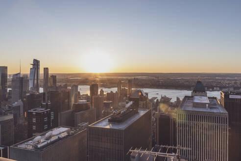 Skyline at sunset, Manhattan, New York City, USA - MMAF01007