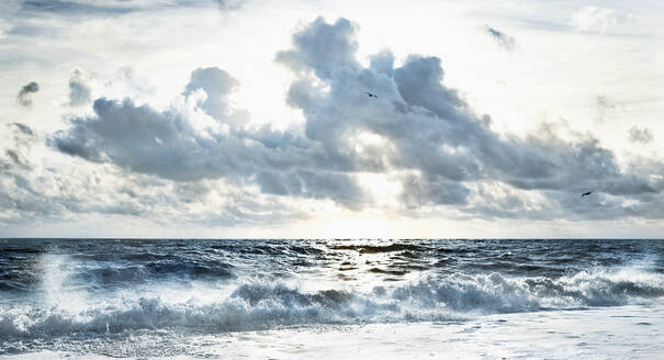 Cloudy sky over stormy waves on beach - BLEF07467