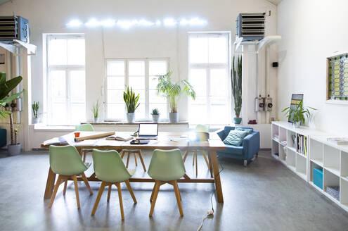 Modern office interior - FKF03409