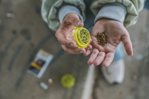 Woman preparing Marihuana joint, close-up - ACPF00552