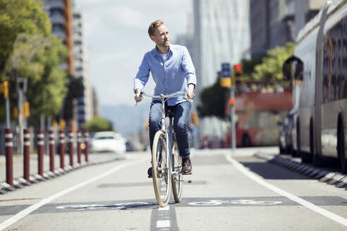 Man with bike on bicycle lane - JSRF00350