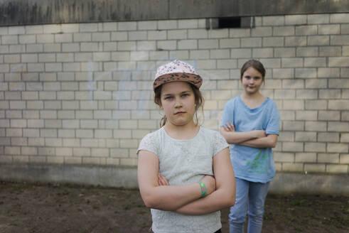 Deutschland, Oberhausen, Frühling, Außenaufnahmen, Park, Freundinnen, Mädchen, 9 Jahre, - MOEF02309