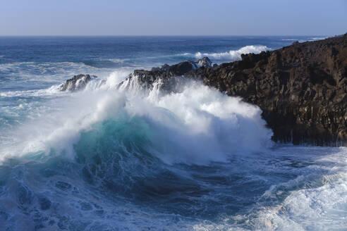 Brandung an Felsk�ste, Los Hervideros, bei Yaiza, Lanzarote, Kanarische Inseln, Spanien - SIEF08713