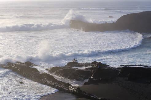 Brandung mit Gischt am Strand bei El Golfo, Lanzarote, Kanarische Inseln, Spanien - SIEF08716