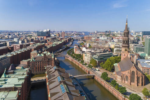 Cityscape with old town and new town, Hamburg, Germany - TAMF01646